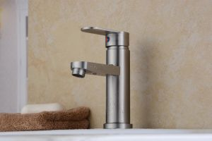 Single Handle 304 Stainless Steel Basin Faucet (HS15002) pictures & photos