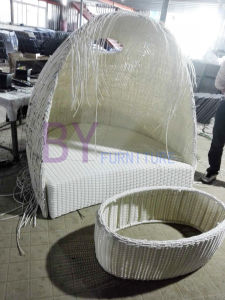Italian Furniture Unique Design Curved White Rattan Double Daybed pictures & photos