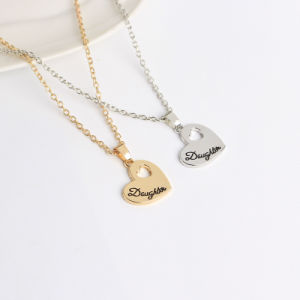 Fashion Heart Necklaces Jewelry Zinc Alloy Mother and Daughter S Heart Pendant Chain Necklace Women Bijoux pictures & photos