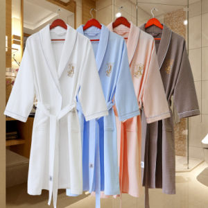 Customized Luxury Hotel Quality White Bathrobe with Embroidery Logo pictures & photos