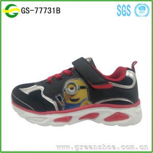 2017 Cartoon Children Shoes Boy Kids Light up Shoes LED pictures & photos