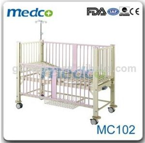 Hospital One Crank Manual Children Bed Mc102 pictures & photos