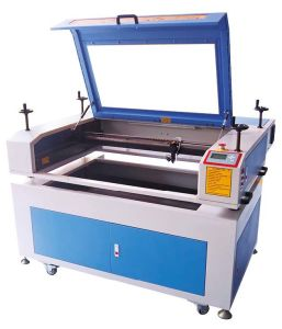 Plexiglass/Wood CO2 Laser Cutter with CE Approved pictures & photos