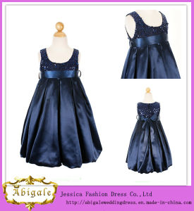Taffeta Sequins Beading Scoop Sleeveless Navy Blue Flower Girl Dresses (MI 3554) pictures & photos
