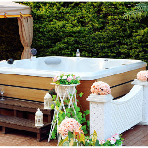 Fashionable Exterior SPA Jacuzzi Hot Tub SPA pictures & photos