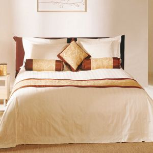 2017 Fashion Hotel /Home Cotton Bedding Set with Comforter Set pictures & photos