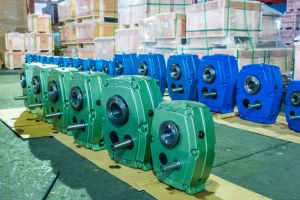 Smr Shaft Gear Reducer Gear Gearbox Available on 13: 1 and 20: 1 5: 1 Ratio pictures & photos
