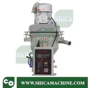 Injection Auto Vacuum Feeding Machine pictures & photos