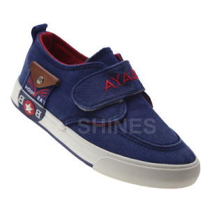 Boy′s Navy Magic Tape Vulcanized Shoes pictures & photos