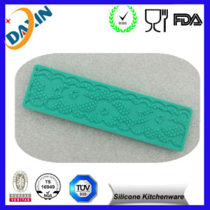 BPA Free Food Grade Silicone Lace Candy Mold pictures & photos