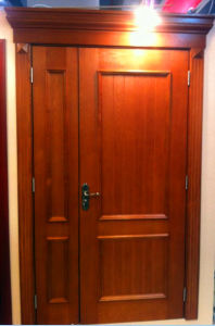 High Quality Beech Solid Wooden Door with Door Head pictures & photos