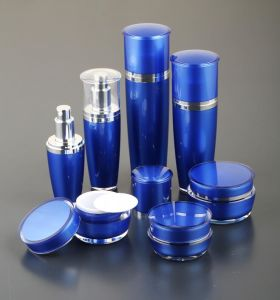 Cosmetic Round Empty Acrylic Bottle with Pump Sprayer pictures & photos