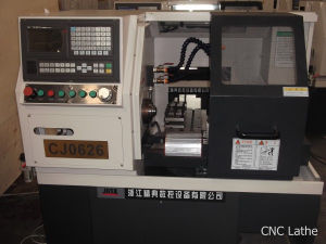 Low Price and High Quality CNC Lathe (CJ0626) pictures & photos