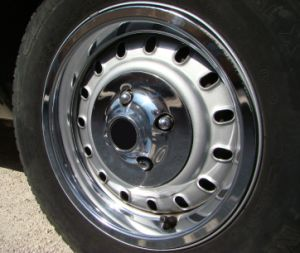 Stainless Steel Lug Nut Cover with Flanges for Ford Trucks pictures & photos