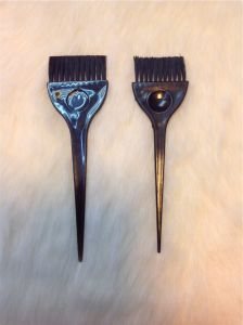 Low Price Hair Tinting Brush Comb Brush White Bristle High Quality (T022) pictures & photos