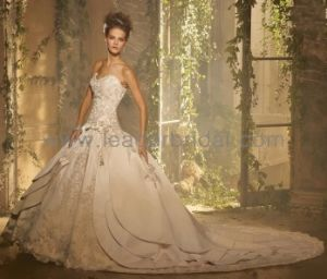 Classic Strapless Lace Satin Bridal Cathedral Train Wedding Dress H13376 pictures & photos