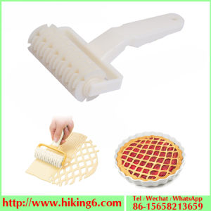 Large Noodle Cutter, Plastic Netting Knife, Roller Cutter pictures & photos