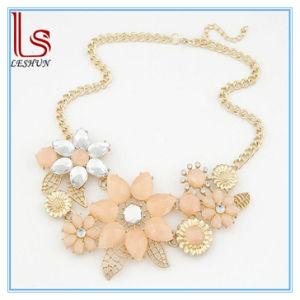 Hot Sale Women Acrylic Gem Flower Necklaces pictures & photos