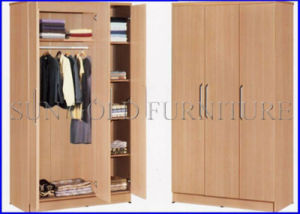 Simple Modern Wooden Wardrobe with 3 Door (SZ-WD056) pictures & photos