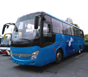 High Quality 60 Seats Tourist Bus with Cummins Engine pictures & photos
