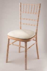 Beech Wood Limewash UK Style Chiavari Chair with Cushion pictures & photos