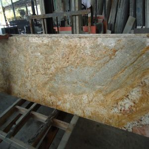 Imported Imperial Gold Granite Kitchen Countertop for Bar/Hotel pictures & photos