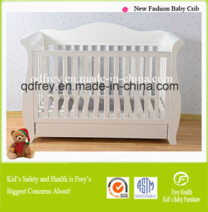 fashion Design Solid Pine Wood Baby Crib/Bed pictures & photos