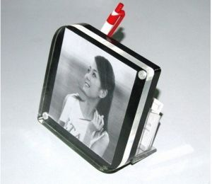 Customize Wholesale New Clear Magnet Acrylic Picture Frame pictures & photos