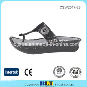 Slip-on Design Rich Leather Upper Clogs Women Shoes pictures & photos