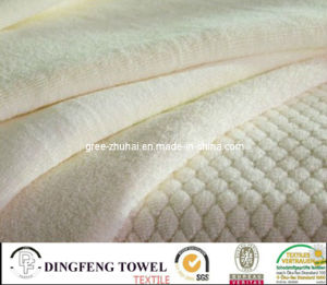 100% Cotton White Jacquard Bath Towel pictures & photos