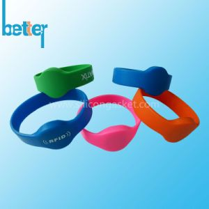 Custom Color Filled Silicone Silicone Wristband pictures & photos
