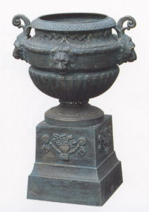 Iron Urn on Base pictures & photos