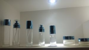 Qf-003 Cosmetic Glass Bottle pictures & photos