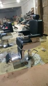 Factory Wholesale Strong Hydraluic Man′s Barber Chair pictures & photos