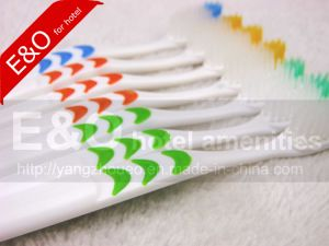 Best Selling Adult Toothbrush Oral Care Products Toothbrush pictures & photos