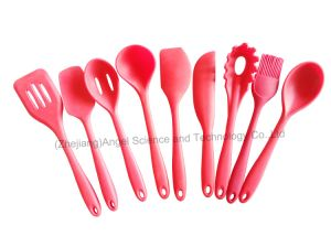 Hot Sale Silicone Cooking Spoon for Kitchen Tool Silicone Soup Spoon Sk14 pictures & photos