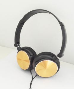 Classical Headphone with Microphone pictures & photos
