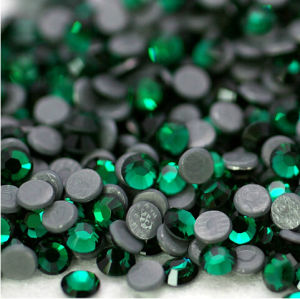 Chinese Iron on Rhinestone Emerald DMC Hotfix Rhinestone for Wholesale (SS10 Emerald/3A grade) pictures & photos