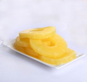 Canned Sliced Pineapple in Light Syrup Natural Taste pictures & photos