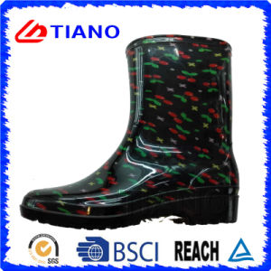Fashion Waterproof Ankle PVC Rain Boots for Lady (TNK70015) pictures & photos