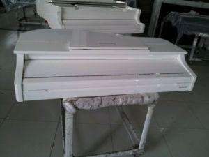White Baby Grand Piano 88 Keys Mini Grand Digital Piano pictures & photos