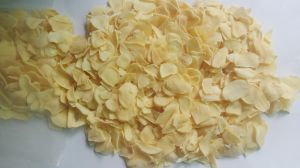 New Crop White Garlic Flakes pictures & photos