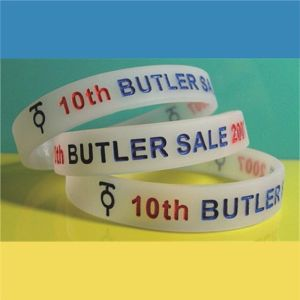 """Customized 1/2"""" New Design High Quality Translucent Color Debossed Color Filled Silicone Bracelets with Free Samples pictures & photos"""