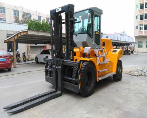 Professional Suppiler of Heavy Duty Diesel Forklift 18ton pictures & photos