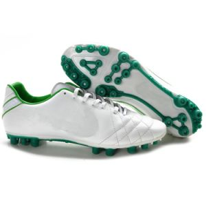 Wholesale High Quality Brand Football Shoe for Men Soccer World Cup pictures & photos