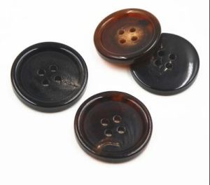 High Quality Best Price 4 Holes Real Horn Button Garment pictures & photos