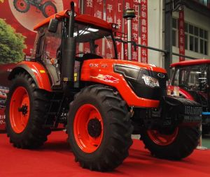 New 1404 Four-Wheel Driving Wheel Tractor with Diesel Engine Kubota Type pictures & photos