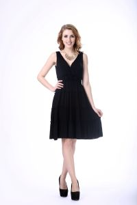 Lady Office Wear V-Neck Sleeveless Black Dress pictures & photos