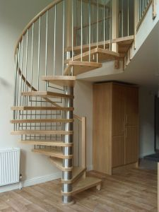 Solid Wood Spiral Staircase with Nonslip Wood Tread pictures & photos