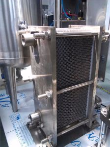 Automatic Standard Liquid Water Filling Machine with Ce pictures & photos